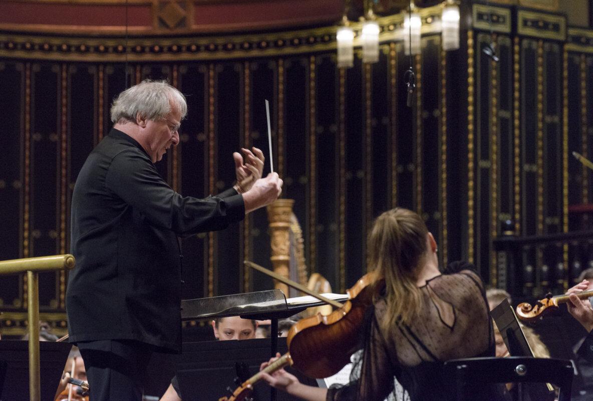 Keller András és a Concerto Budapest - forrás: Filharmónia Magyarország