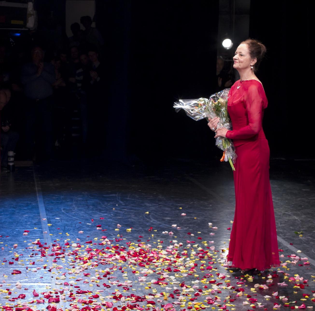 Pártay Lilla köszöntése az Operaház színpadán 2011-ben - fotó: Csillag Pál, forrás: Magyar Állami Operaház