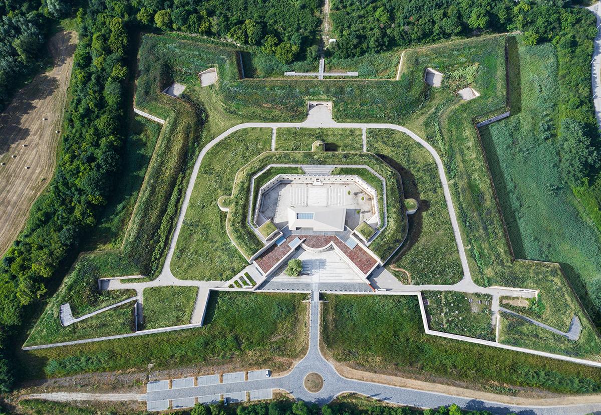 A Csillagerődöt és környezetét teljes körűen felújították és bővítették - forrás: Komáromi Csillagerőd