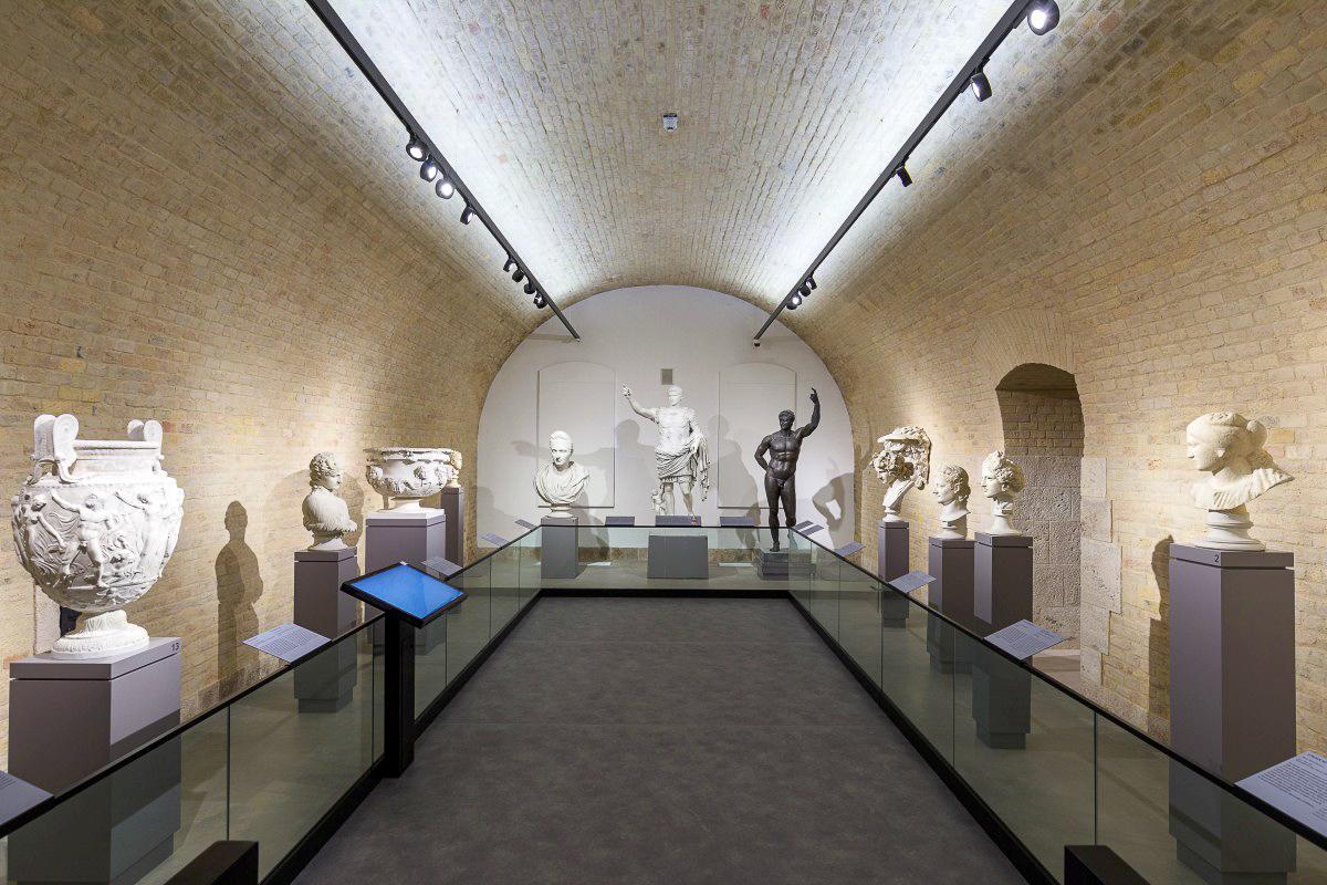 A tárlat az antikvitás korától a reneszánszig megidézi az európai szobrászat legkiemelkedőbb alkotásait - forrás: Komáromi Csillagerőd